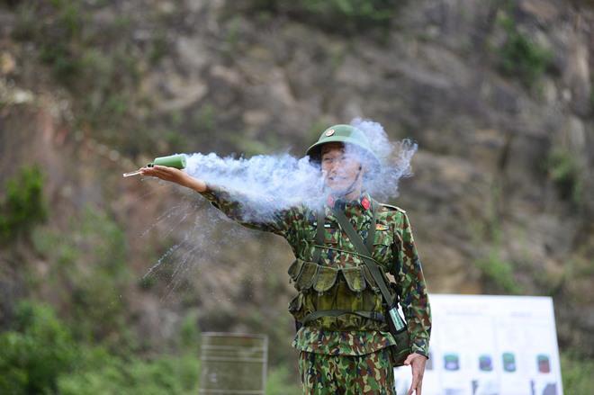 Sao Nhập Ngũ: Mr Cần-Trô Xuân Nghị và các tân binh hoảng hồn ném lựu đạn, dập lửa-3