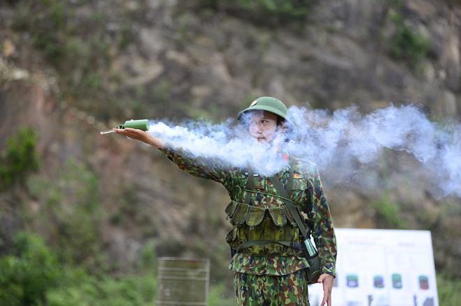 Sao Nhập Ngũ: Mr Cần-Trô Xuân Nghị và các tân binh hoảng hồn ném lựu đạn, dập lửa-1