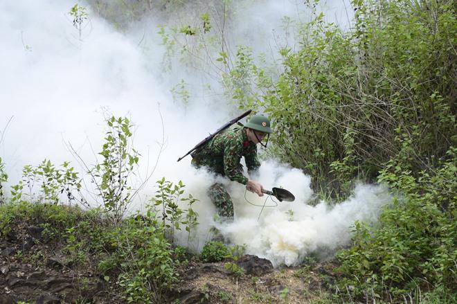 Sao Nhập Ngũ: Mr Cần-Trô Xuân Nghị và các tân binh hoảng hồn ném lựu đạn, dập lửa-6