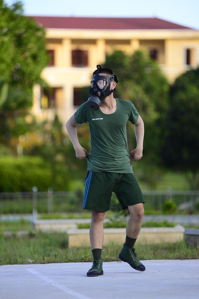 Sao Nhập Ngũ: Mr Cần-Trô Xuân Nghị và các tân binh hoảng hồn ném lựu đạn, dập lửa-11