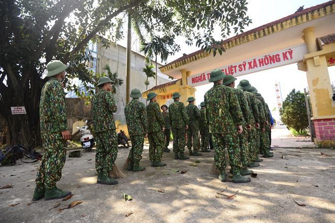 Sao Nhập Ngũ: Mr Cần-Trô Xuân Nghị và các tân binh hoảng hồn ném lựu đạn, dập lửa-12