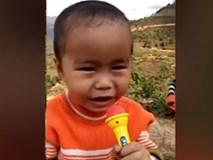 Cậu bé chưa nói sõi nhưng hát bolero khiến dân mạng thích thú