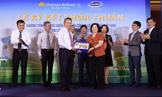 Thơm ngon thức uống Vinamilk trên chuyến bay Vietnam Airlines-5