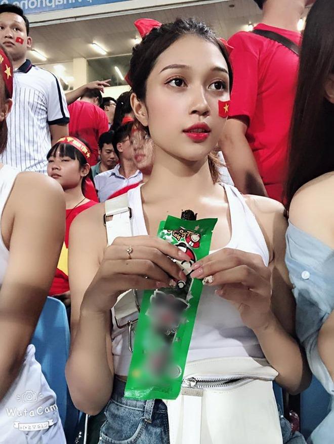 Bị ném đá vì mặc sexy đi xem U23 VN, dàn hot girl mong ước điều này ở dư luận-7