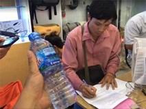 Thuê dịch vụ chuyển phát, máy ảnh 18 triệu biến thành chai nước khoáng