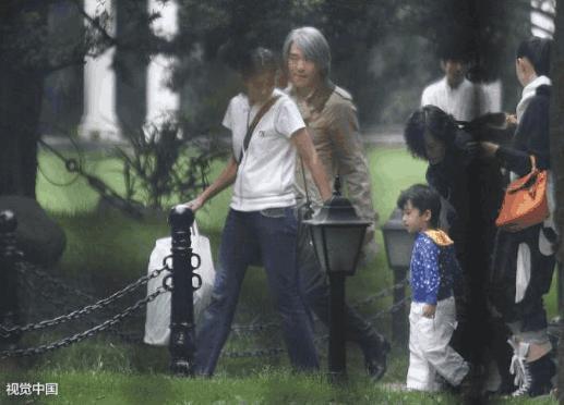 Châu Tinh Trì có con rơi 11 tuổi, mẹ ruột là nữ đại gia xinh đẹp?-1
