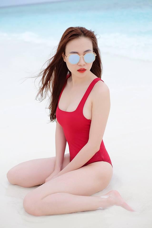 Mặc bikini khoét cao, Đàm Thu Trang - bạn gái Cường Đô la lại đốn tim fan-4