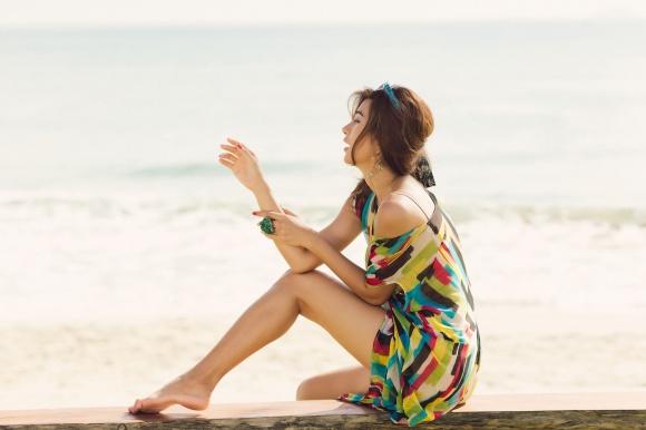 Kim Tuyến khoe da nâu khỏe khoắn trong nắng Hội An-7