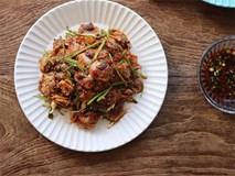 Chiều nay, hãy mua sò về làm món trộn chua ngọt, đảm bảo cả nhà ăn sẽ mê tít