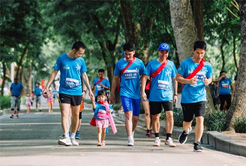 Cuối tuần, cả nhà ra Bờ Hồ chạy MB Ageas Life Family Ekiden-4