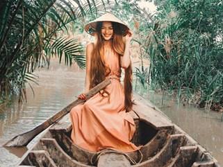 'Hot girl tóc mây' gốc Việt xinh đẹp đang có mặt ở Hội An