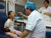 Con gái càng lớn không giống bố, cha nghi ngờ không phải con đẻ nhưng đi khám mới giật mình