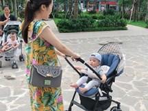 Ngắm ảnh các con Hằng Túi đi chơi, hội chị em vui mừng thấy bé Peter ngồi