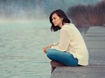 Khi tôi đang bế con chuẩn bị nhảy xuống cầu thì tiếng khóc vọng từ xa khiến tôi bừng tỉnh