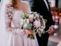 Cô dâu tái mặt khi nhận phong bì nghìn đô từ vị khách trong đám cưới