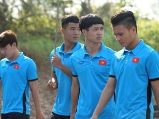 Tuyển thủ Olympic Việt Nam kêu đau lưng sau khi ngủ dậy trước buổi tập sáng nay