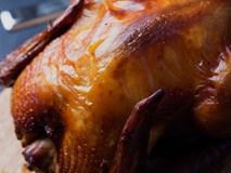 Nếu bạn chưa bao giờ nướng gà nguyên con được vàng ươm thơm nức thì hãy học ngay cách này
