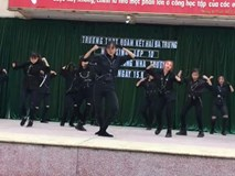 Tiết mục nhảy chào học sinh khối 10 cực chất của teen Hà Nội