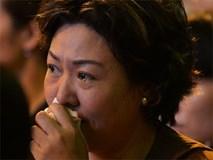 Nhiều người cài hoa trắng bật khóc tại lễ Vu Lan tháng Bảy: