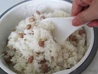 Mách chị em 3 cách nấu xôi bằng nồi cơm điện vừa dẻo lại ngon, hạt căng bóng