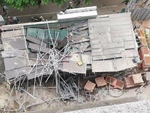 Đứt cáp cẩu toà nhà 33 tầng ở Hà Nội, vật liệu rơi xuyên thủng mái nhà điều hành