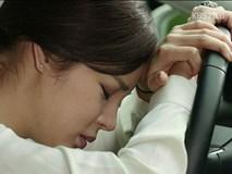 Trở về sau chuyến đi dài, nữ trưởng phòng bật khóc trước cảnh đau lòng