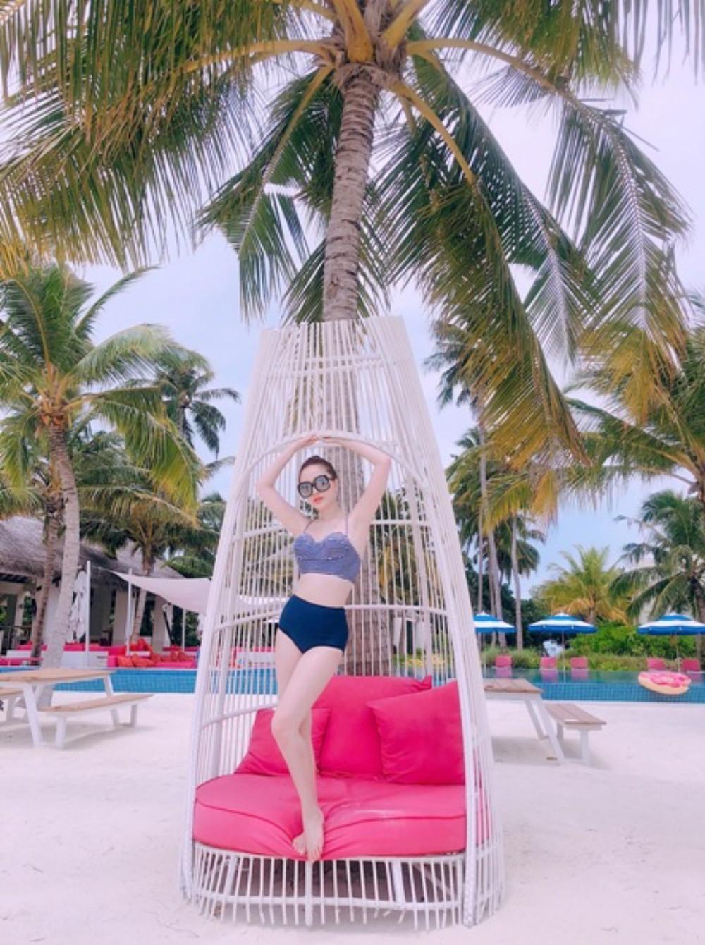 Bảo Thy tự tin thả dáng gợi cảm trong những bộ bikini đầy màu sắc-3