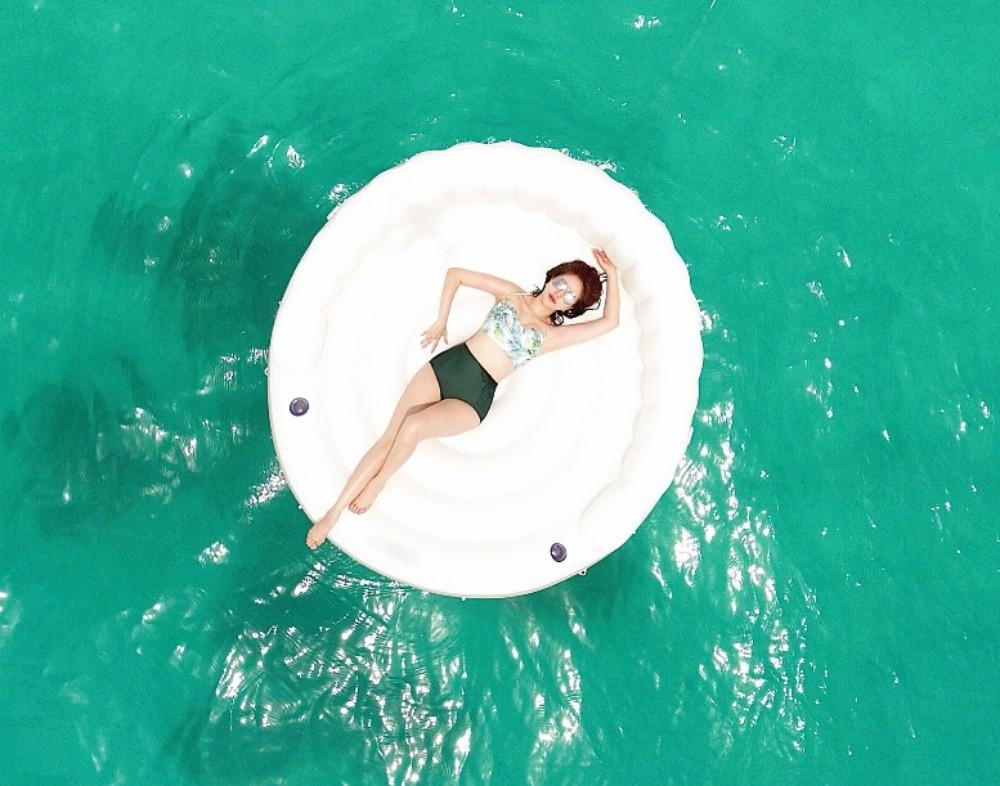 Bảo Thy tự tin thả dáng gợi cảm trong những bộ bikini đầy màu sắc-10