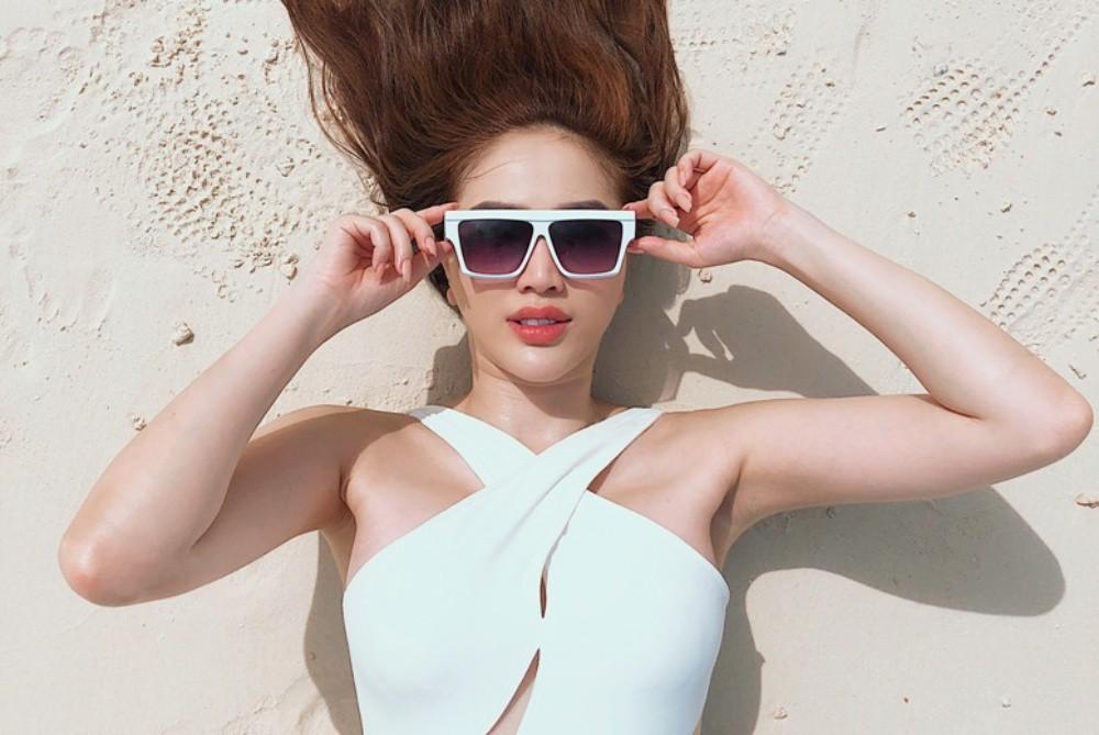 Bảo Thy tự tin thả dáng gợi cảm trong những bộ bikini đầy màu sắc-8