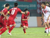 Video: Các cầu thủ Olympic Việt Nam ăn mừng chiến thắng cùng người hâm mộ