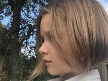 Lần đầu tiên cắt tóc ngắn sau 7 năm, bé Harper giờ như bản sao nhí của mẹ Victoria Beckham