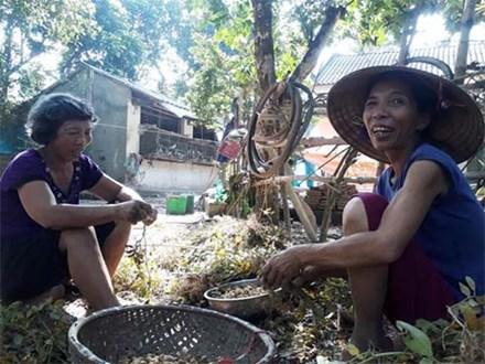 Chị em U60 sống biệt lập, tự cung tự cấp trên 'ốc đảo' suốt 15 năm không cần đến tiền