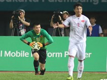 Thủ môn Bùi Tiến Dũng thiết lập kỷ lục chưa từng có cho bóng đá Việt Nam