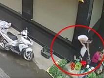 Bắt khẩn cấp người phụ nữ đi xe ga trộm túi xách của bà bán rau