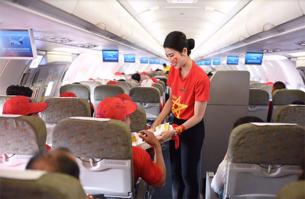 Ngập sắc đỏ trên chuyến bay Vietnam Airlines sang Indonesia-4