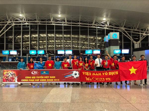 Ngập sắc đỏ trên chuyến bay Vietnam Airlines sang Indonesia-5
