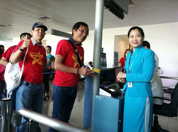 Ngập sắc đỏ trên chuyến bay Vietnam Airlines sang Indonesia-7