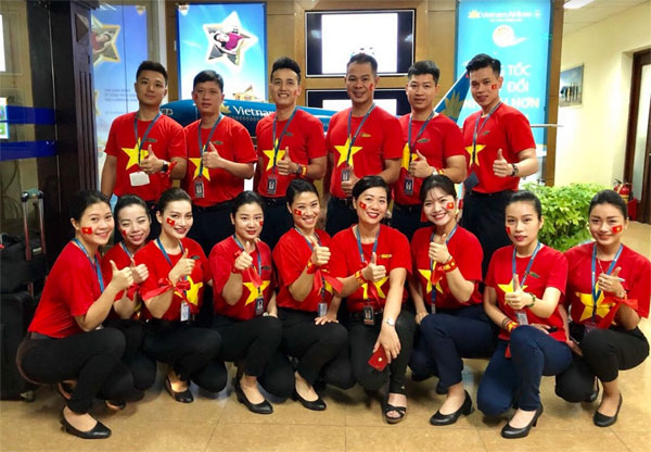 Ngập sắc đỏ trên chuyến bay Vietnam Airlines sang Indonesia-8