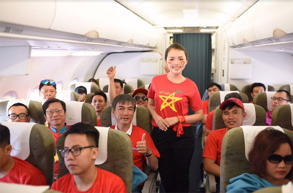Ngập sắc đỏ trên chuyến bay Vietnam Airlines sang Indonesia-9