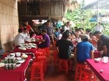 Gia đình thủ môn Bùi Tiến Dũng thịt trâu đãi làng trước trận U23 Việt Nam- U23 Hàn Quốc