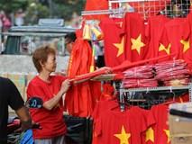 Người Sài Gòn đội nắng chuẩn bị đồ cổ vũ đội tuyển U23 Việt Nam gặp U23 Hàn Quốc