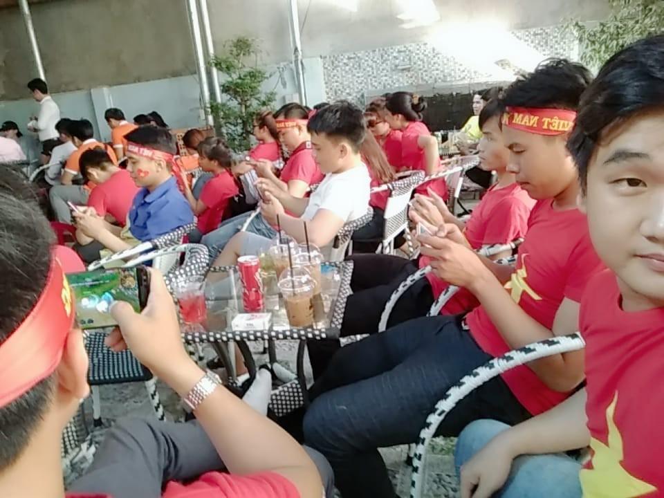 Chảo lửa người hâm mộ tại các trường Đại học cờ hoa rộn ràng, sẵn sàng tiếp sức cho Olympic Việt Nam-12