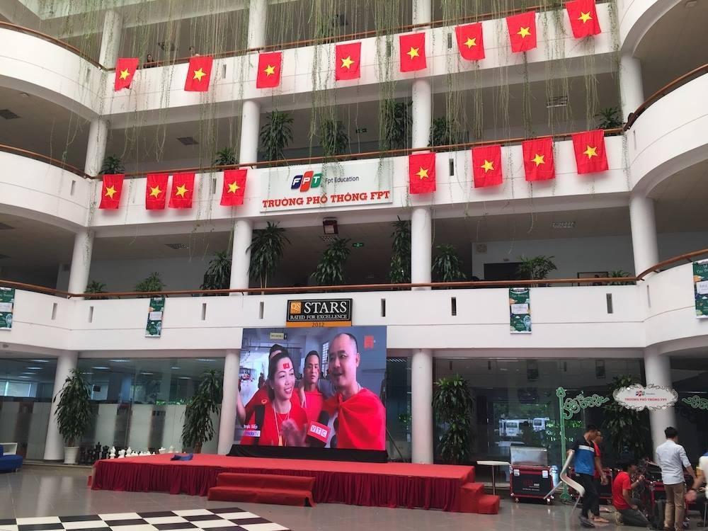 Chảo lửa người hâm mộ tại các trường Đại học cờ hoa rộn ràng, sẵn sàng tiếp sức cho Olympic Việt Nam-5