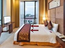 Sự thực 4 chiếc gối dư thừa, khăn trải ngang cuối giường khách sạn