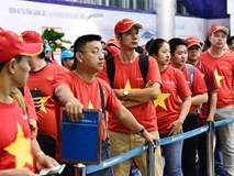 CĐV Việt Nam lên đường dự trận tranh giải ba và đón cầu thủ về nước