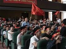 Người hâm mộ tại các trường Đại học reo hò trước bàn thắng gỡ hòa, hi vọng Olympic Việt Nam giành Huy chương Đồng