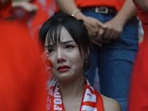 Người hâm mộ rơi nước mắt khi các cầu thủ để vuột cơ hội