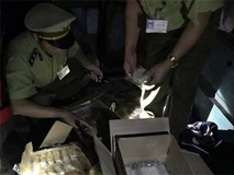 Bánh trung thu Trung Quốc đóng trong thùng rượu vang