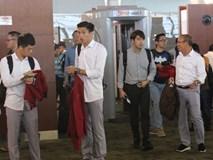 Để ý mới thấy, tuyển Olympic Việt Nam mặc đồng phục trông bảnh bao và trendy ra phết