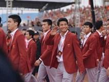 Ảnh: Các cầu thủ Olympic Việt Nam xuống sân Mỹ Đình tham dự lễ vinh danh trong sự reo hò của hàng ngàn người hâm mộ